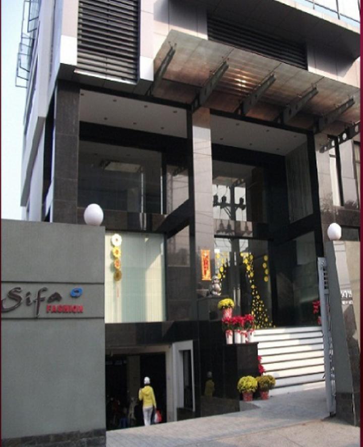 Sifa Fashion là thương hiệu thời trang của Công ty TNHH TMDV Bình Thiên đã xuất hiện trên thị trường từ những năm 90. Trong suốt thời gian từ khi thành lập cho đến nay, Sifa luôn là biểu tượng của một xu hướng thời trang hướng đến công chúng qua sự giản dị nhưng đầy tinh tế và ấn tượng